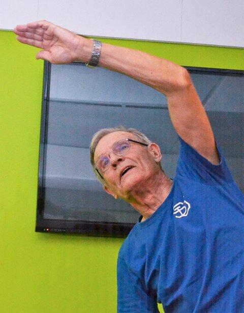 NY: Svein Erik Løken, Hokksund, snart 85, heiv seg med på en pilatestime.