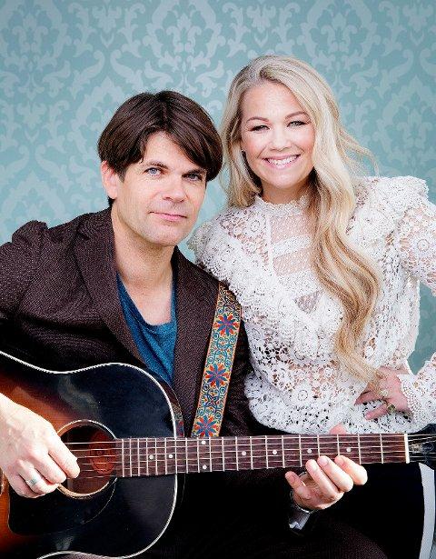 Fredag og lørdag 10.  og 11. juli avlegger Lars Bremnes og Maria Haukås Mittet Smøla og Gurisentret en aldri så liten konsertvisitt.