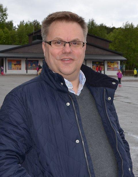 Rektor Magne Berg ved Rensvik skole  mener det går en grense for hvor mye mer man vil betale for å bruke den lokale flyplassen.