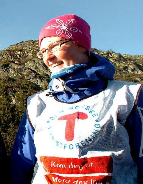 UT: May-Britt Helgerud håper mange blir med en tur ut på isen søndag.