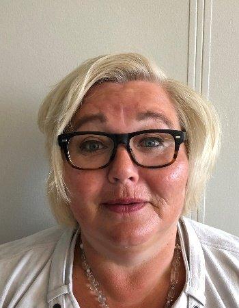 Hilde Seterdal har jobbet for SI siden 1990, og kan ikke huske at de har søkt etter så mange lederstillingen på samme tid tidligere.