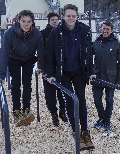 ALLEREDE I BRUK: Martin Skrindebakke, Brian Johansen og Sander Luraas sammen med Jan Skov Våer.