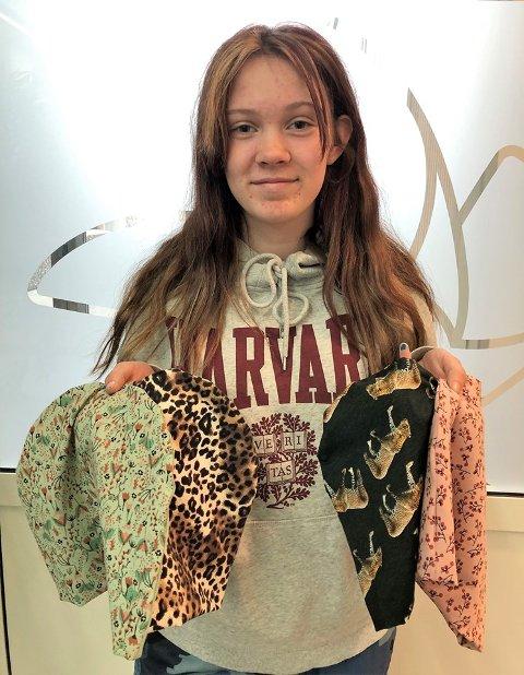Dorotea Kalnes Skjervheim (13) dukket opp på Vardesenteret ved Haukeland med flere luer, onsdag formiddag.