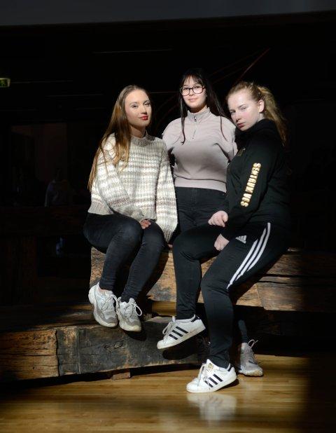 Russesjefer: Ada Lindberg, Liv Sandra Røhr og Leha Carmen Foss.
