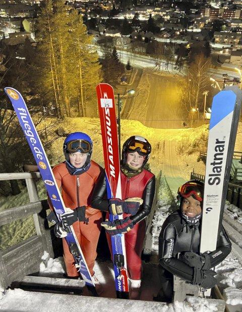 IVRIGE: Disse tre hopperne fikk endelig sette utfor i Ydalir igjen etter tre års pause. F.v.: Marie Saug, Ingrid Låte og Olav Gotehus.Foto: Privat