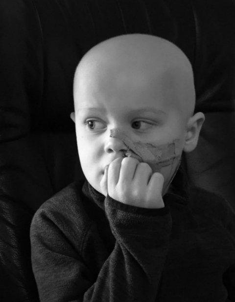 KREFTSYK: Oscar venter på behandling.
