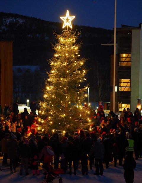 200 PERSONER: Det blir begrenset adgang, men den store julegranen skal tennes også i år.