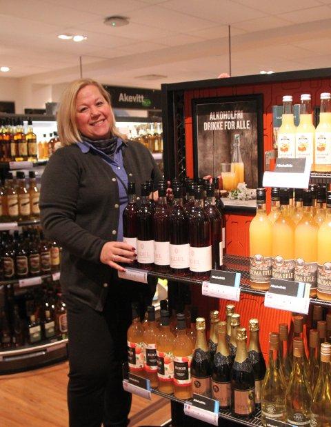 På polet: Butikksjef Monica Sørpebøl melder om økt salg av alkoholfritt.