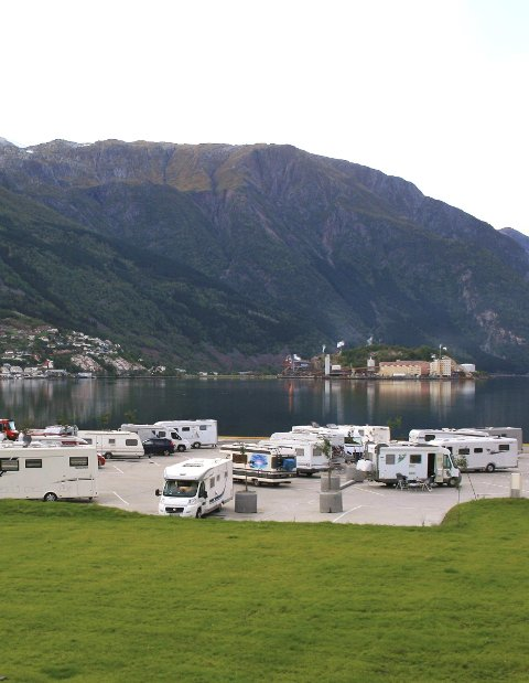Almerket: Tomta til bobilcampen er egentlig tiltenkt et nytt hotell. Foto: Privat