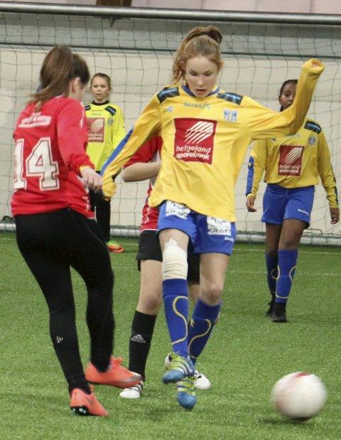 STAMNES DIADORA CUP: Her er SIL J13 i aksjon mot Halsøy i fjorårets turnering.