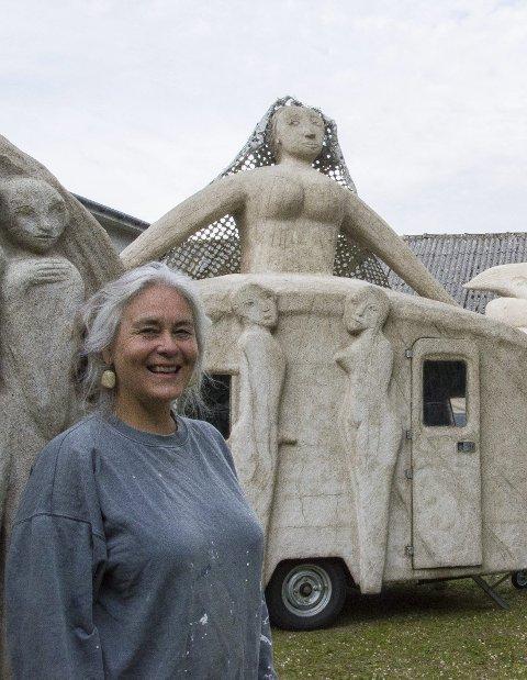 Campingkunst: Marit Benthe Norheim med «Bruden».foto: Kjersti Bache
