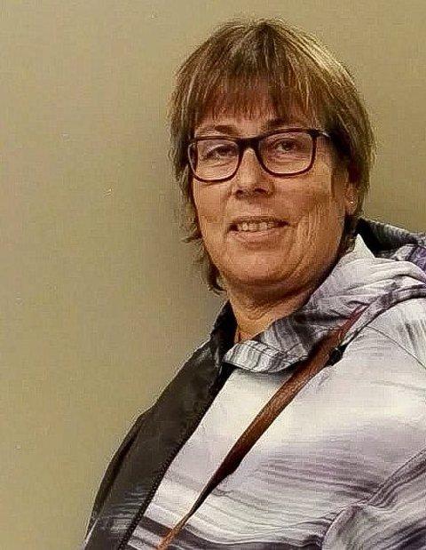 Busspendler: Nina Johansen Bullock (56) er busspendler som har merket lokførerstreiken. – Jeg beundrer buss-sjåførene som har taklet de lange køene. Sjåførene har opptrådt svært profesjonelt, sier hun. Foto: privat