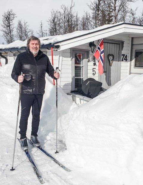 Midt i Naturen: Pedagogikkprofessor Stein Erik Ulvund bruker den faste campingvogna på Beitostølen Hytter & Camping som skrivestue og har kort vei ut i naturen. Han spenner gjerne på seg skiene rett utafor døra og tar seg en tur i løypenettet i nærheten. Alle Foto: Privat