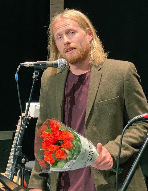 Verdsatt: Under Hamsundagene fikk Johannes Fauchald både pris, diplom, blomster og penger for den unike jobben har gjort for kulturskolen. Om få måneder er det klart for avskjedsblomster.
