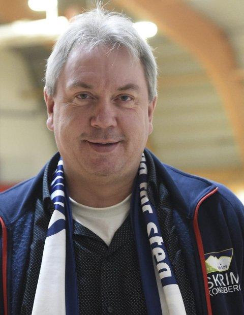 FORTVILER: Leif Stensrud, lederen i Skrim håndball elite, er oppgitt og skuffet etter at eliteserielaget ikke fikk penger fra Kongsberg kommune. De fire siste årene har de fått 100.000 kroner i året.FOTO: OLE JOHN HOSTVEDT