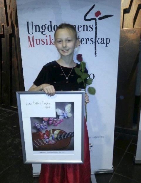 Fikk pris: Luna fikk i premie å spille med marinemusikken. FOTO: PRIVAT