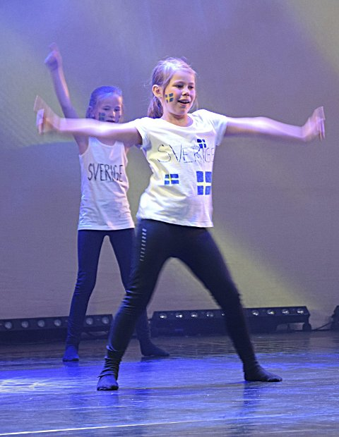 IVRIG: Kaisa Bodal (8) storkoste seg på scenen.