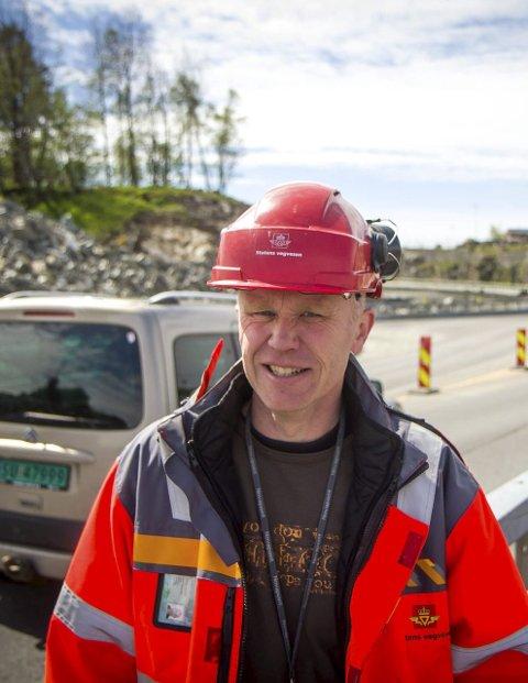 HELD PLANEN: Vidar Nottveit seier dei reknar med å verta ferdig med bygginga over Flatøy i oktober 2016.