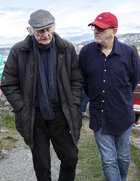 Trøndere inntar Ullinsvin i sommer. Håkon Bleken (t.v) og Kjell Erik Killi Olsen blir trekkplastre, sammen med 20 andre kunstnere fra trønderhovedstaden.