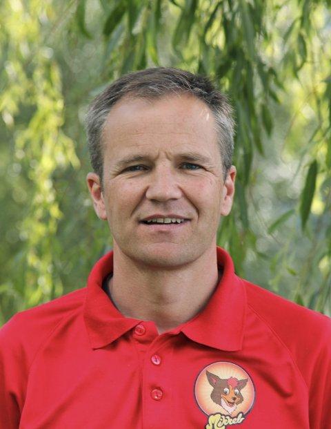 Positiv til nye aktørar: Lars Instanes seier mange av gjestene i Kinsarvik er barnefamiliar. – Dei har høge krav til standard, seier han.