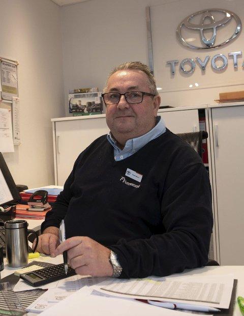 FORNØYD: Vi har solgt 245 nye Toyotaer i 2020, sier leder for Funnemark Notodden Reidar Søyland fornøyd.