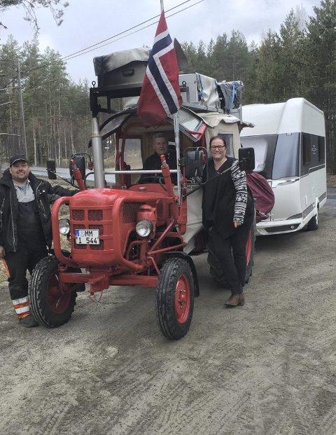 OBSERVERT: De kom via Kristiansand, Birkeland og Herefoss, på Dølemo ble de observert av Jan Harald Helledal. I kveld skal de sove på campingen på Sigridnes i Åmli. Alle foto: Jan Harald Helledal.
