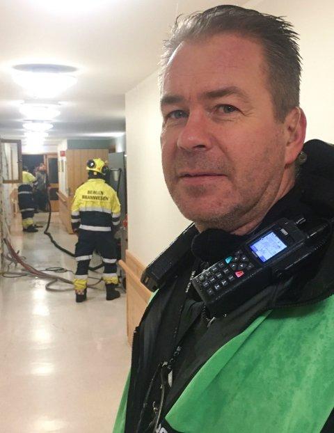 Politioverbetjent Kurt Inge Hordvik sier at leiligheten har fått store vannskader.