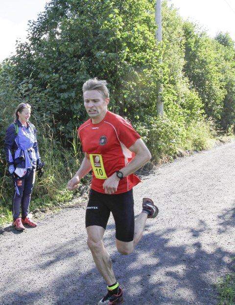Suveren: Favoritten Lasse Blom ledet løpet fra start til mål. løyperekord.