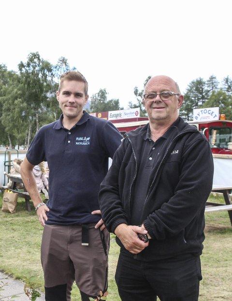 FULLT: Bård Bergrem (t.h.) og kollega Espen Langvatn har svært hektiske dager i sommer.