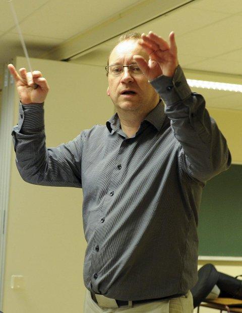 Leder: Thomas Rimul er korpsets faste dirigent.