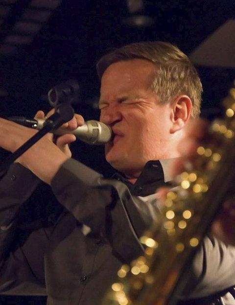 LØRDAGSJAZZ: Gisle Alsaker synger Al Jarreau.