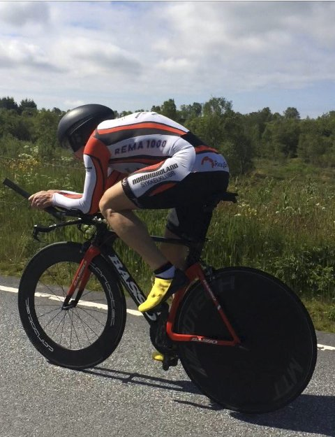 NORGESMEISTER: Forrige helg vart Arvid Johannesen jr. Norgesmeister for master i temposykling. I september ventar VM. private fotos