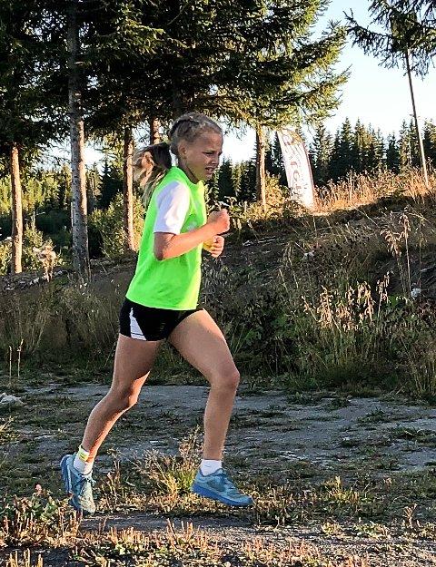 Elise Stangstuen Kjeldsberg i aksjon på tre kilometeren i karidalen.