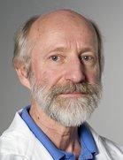 Hans-Jørgen Smith, leder ved klinikk for radiologi og nukleærmedisin ved Oslo universitetssykehus, sier MR-utstyr for sittende eller stående undersøkelser ikke kan prioriteres.Foto: Oslo universitetssykehus