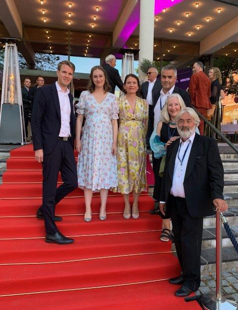 Rett før prisutdelingen:  Torstein Tvedt Solberg (Til venstre), Ina Rangønes Libak, Aslaug Holm, produsent Tore Buvarp, Kirsten Paaby og Sigve Endresen