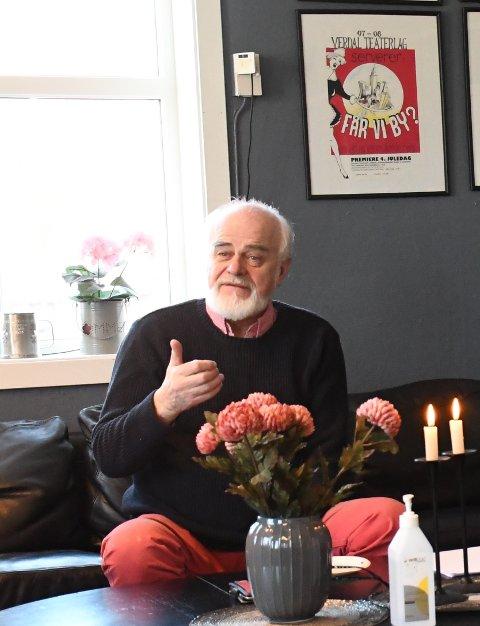 OPTIMIST: På en pressekonferanse i Verdal onsdag, fortalte regissør Arnulf Haga om Verdal Teaterlags store produksjon som har premiere 4. juledag.