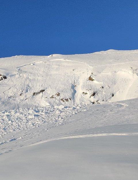 SKRED: Ein person løyste ut to skred ved Blåfjell i Sogndalsdalen onsdag føremiddag. Heldigvis gjekk det bra.