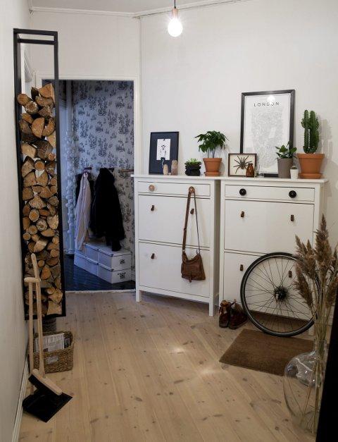 Personlighet: – Her ser man at det bor en mann i leiligheten også, sier Slåttland.