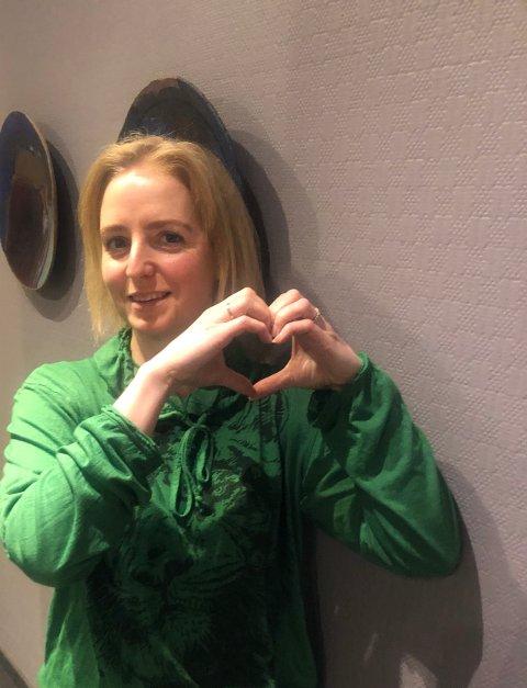 HJERTE: Ordfører Ida Stuberg skulle sende innbyggerne litt kjærlighet på slutten av en formanende SMS i form av et hjerte. Det som tikket inn på telefonene var to spørsmålstegn. hun berømmer innbyggernes innsats i den tøffe tiden kommunen står oppe i.