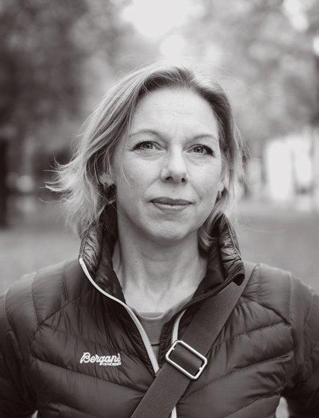 """Mona Ringvej kommer til Tynset Kulturhus onsdag for å snakke om sin bok """"Landet mot nord. 1000 år. 22 personer. Én historie"""". Pressefoto: Lukas Lehner"""