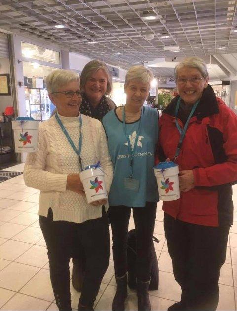 GOD INNSATS: Torborg Grini, Helga Gamme, Marit Ingdahl og Marit Hval fra Østre Gran bygdekvinnelag samlet inn penger på kjøpesentrene i Gran lørdag.