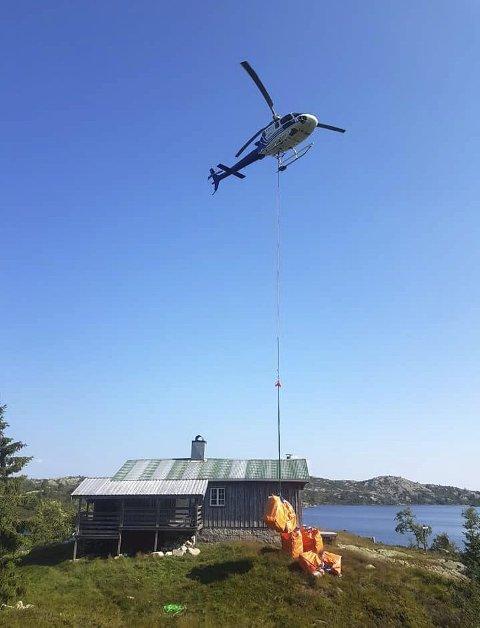 Mjåvasshytta i Åmli: Vinterveden kom med helikopter.