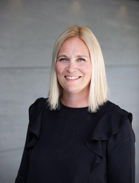 VIL LÆRE NETTHANDEL: Innehaver Kjersti Jakobsen ved Salhus Garasjeporter får penger til å utvikle seg på netthandel.