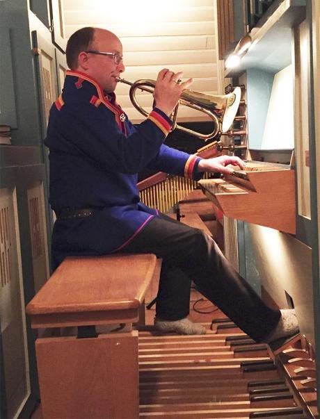 VARIERT: «Sápmi Fantasia» består av syv satser laget for orgel- kor- kornett og orgel- piano og kornett- flygelhorn, vokal(joik), perkusjon og orgel.