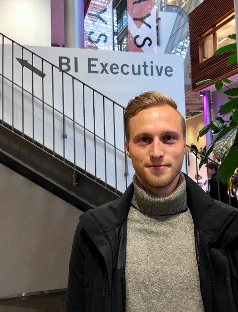 OPPOVER: Pilen peker oppover for Andreas Skattum Nordby. Han er toppscoer på Hønefoss og snart ferdig med en mastergrad på BI.