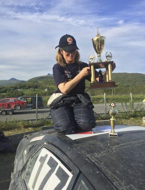 Til topps: Gunn Helen Abrahamsen gikk helt til topp i bilcrossstevnet på Evenes sist helg. Foto: Privat