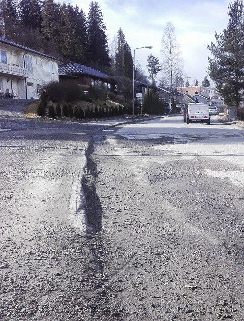 VEI-KLAGE: En leser mener at veien i Fossekallen er altfor dårlig.