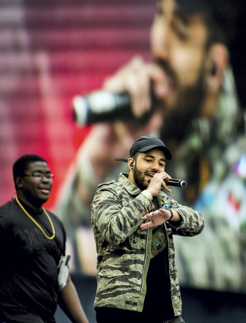 TIL HAMAR: Hkeem og Temur står sammen på scenen under Hamarmart'n. Foto: NTB scanpix