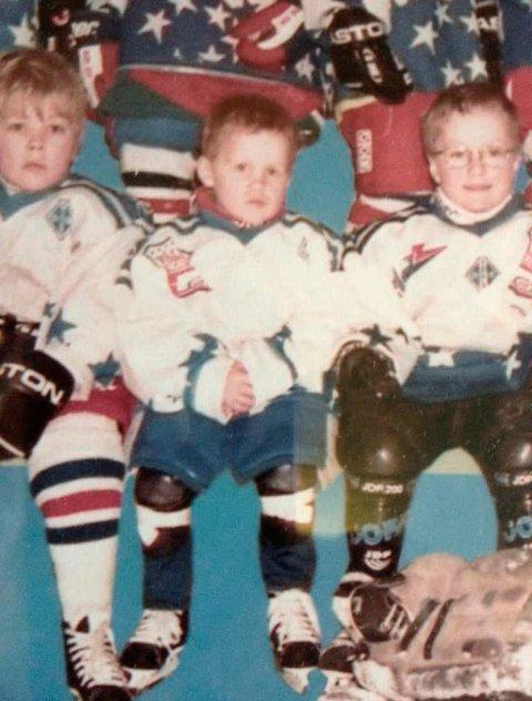 DE VAR EN GANG: Marcus Bryhnisveen (i midten) begynte som liten på Vålerengas hskøyteskole. til høyre:  Preben Birkeflot (nå Kongsvinger. Til venstre: ukjent. Foto: Privat