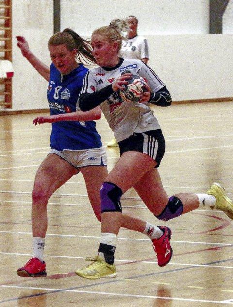 Suveren toppscorer: Andrine Tandberg (til høyre) kjempet godt i to kamper denne søndagen–og ble belønnet med 14 mål for HIF. Foto: Erik Modal